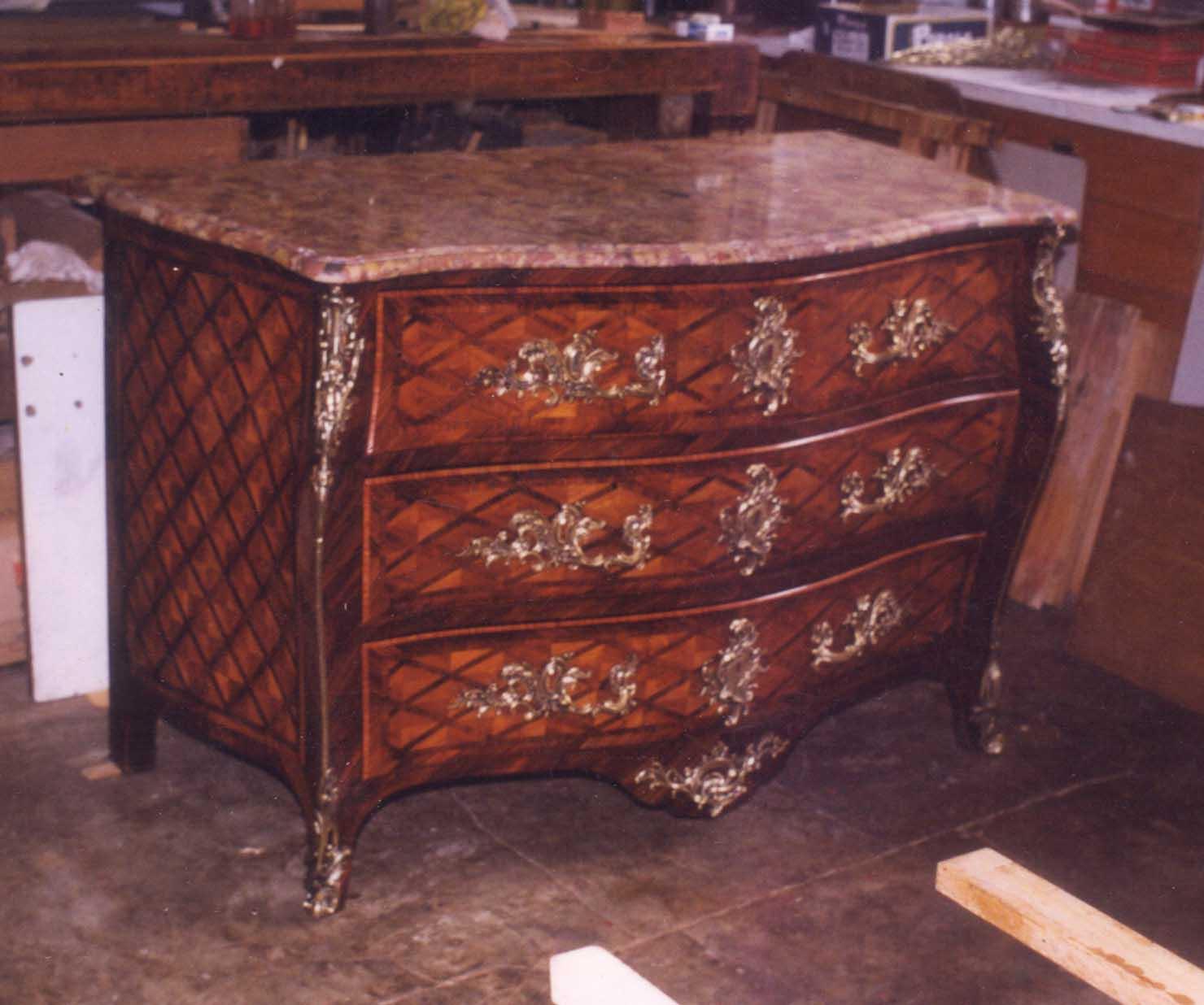 restauration et reproduction de meubles anciens